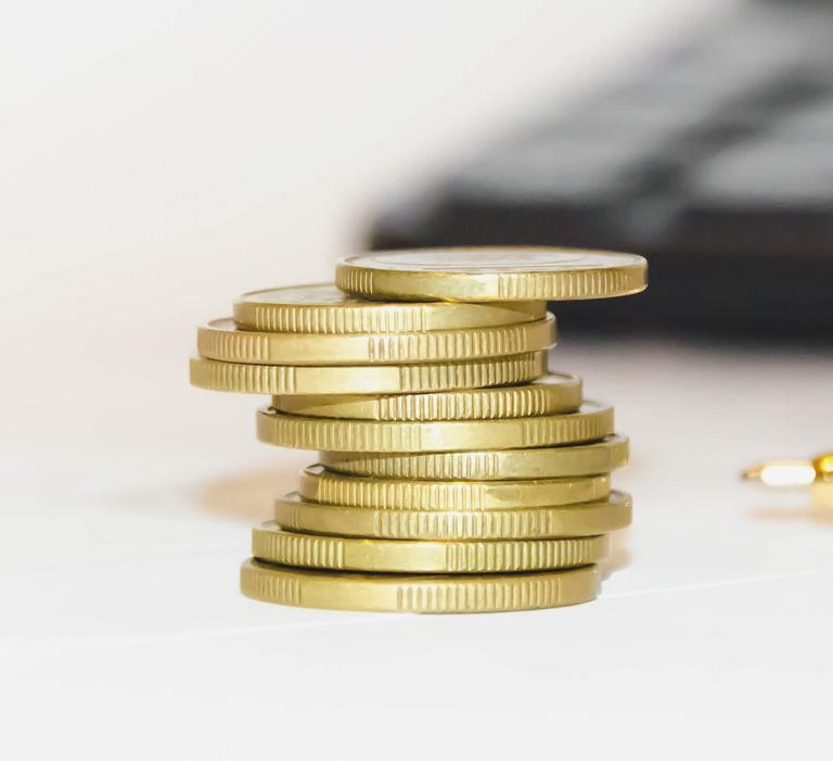 Monety ułożone nasobie